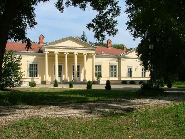 Fenyőharaszt-Podmaniczky Kastélyszálló***